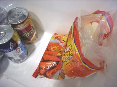 袋は開けたら閉じましょう。