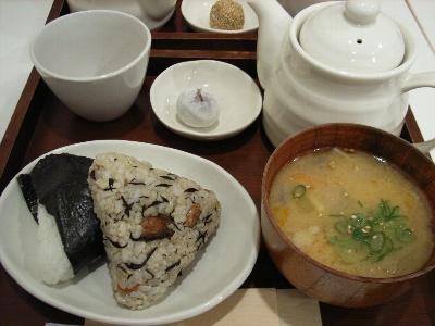 中央米穀のおにぎり(雑穀とピリから大根)