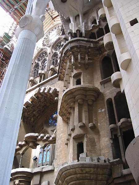 6.7-Gaudi-Sagrada-familia11.jpg