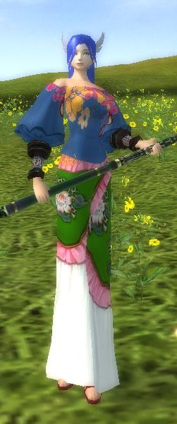 百花柄のブラウス