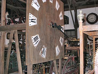 巨大な時計