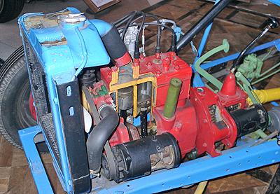 ニッサン車エンジンのカットモデル
