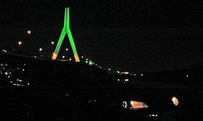 芦田川大橋のライトアップ(緑)