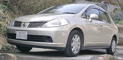 代車は2006年式のティーダ