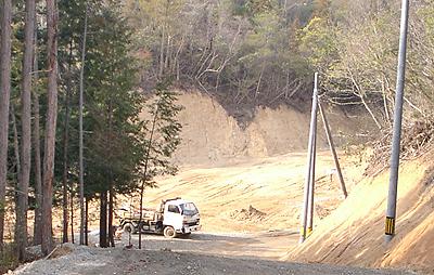 山を切り開いた状態のサーキット予定地