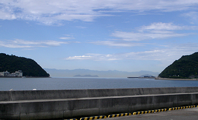 阿伏兎港から見た四国