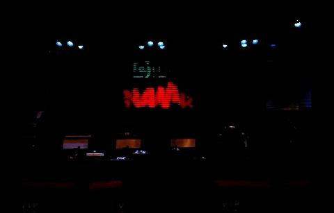 開演前の舞台(W63CAにて撮影)