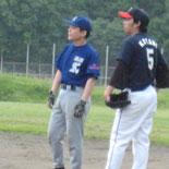 初回裏、藤澤が2点適時打を放つ