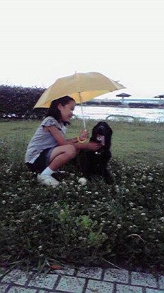 雨の中あやかちゃんときき