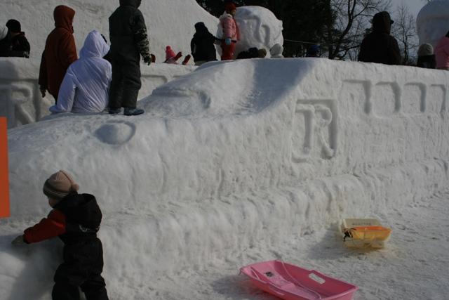新幹線の雪像があることが奇跡だ!