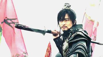 槍をかまえる王