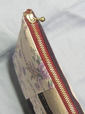 ⑤紫ポーチ ワンレッドのファスナー