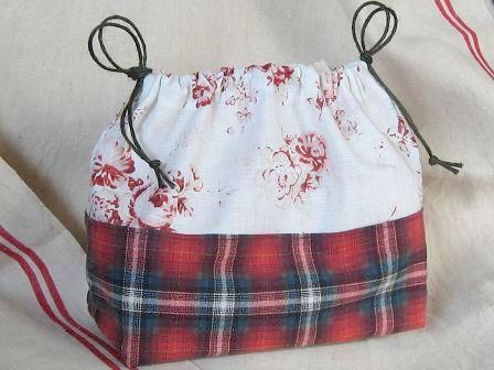 ①巾着赤バラtネルのチェック 002