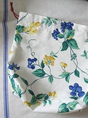 ④ベリー柄の巾着袋 1