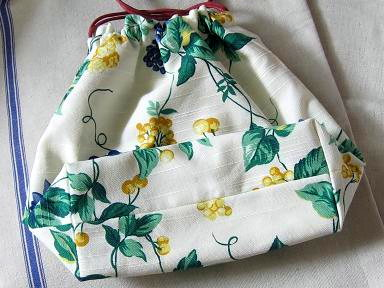 ⑥ベリー柄の巾着袋底
