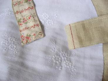 ⑥ひもとお花刺繍のブルガーゼ