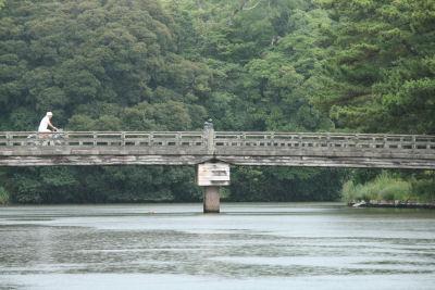 【いのちの歌】橋の上をゆく