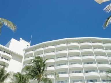 プールからホテル