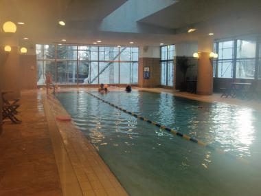 ホテル室内プール