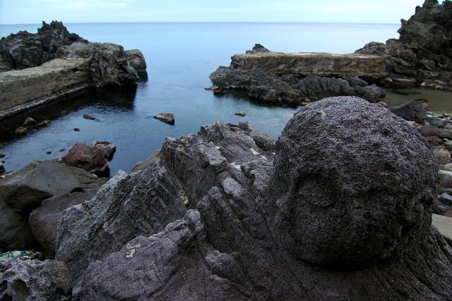 十六羅漢岩(山形県遊佐町)