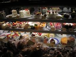 たくさんのケーキが並ぶ