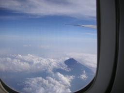 日本一の山の上を超えて