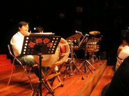 左後ろに韓国の打楽器