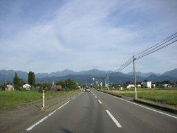 立山に続くまっすぐな道