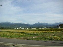 畑の向こうの立山