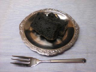 黒胡麻ケーキ