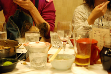 お上品テーブルのグラス