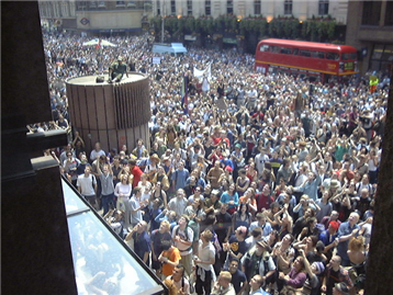 protesting-crowd-in-City-in-anti-corporate-demo-18-June-1999-at-Liverpool-Street-2-ANON_small.png