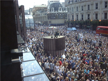 protesting-crowd-in-City-in-anti-corporate-demo-18-June-1999-at-Liverpool-Street-4-ANON_small.png