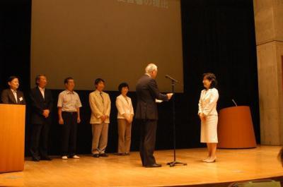060625新宿区民会議提言書提出式01