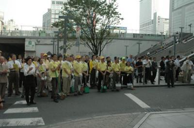 060802新宿東口商店街振興組合「新宿ブギウギ・お掃除ブギウギ」発表セレモニー01