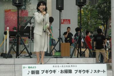 060802新宿東口商店街振興組合「新宿ブギウギ・お掃除ブギウギ」発表セレモニー02