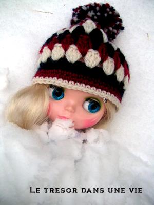 雪の中でかくれんぼ