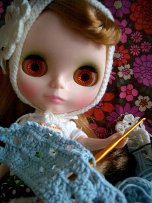 編んでるよー。