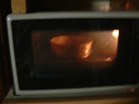 180度に余熱したオーブンで25~30分焼く。図2