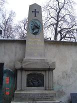 ネモツヴァーの墓碑