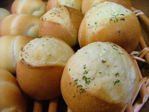 ガーリックパン、ロールパン