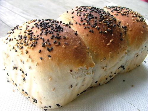 ゴマたっぷりパン