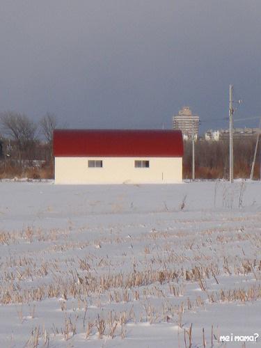赤い屋根の倉庫