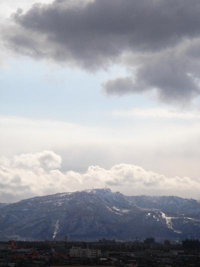 残雪残る手稲山