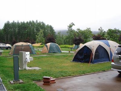 pm5:00テント設営完了・・・雨が降り始めた!セーフ!