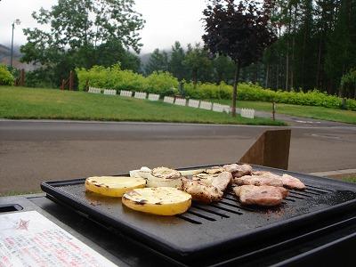 16日pm2:30焼き肉タイム!雨よ、降るなよ!!!