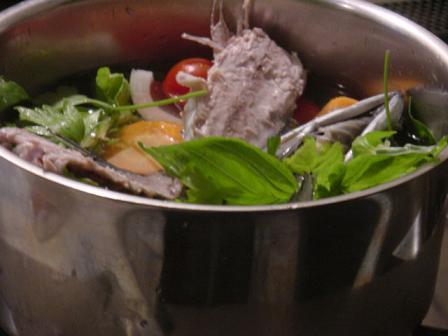 鯖と香味野菜でブロードをとる