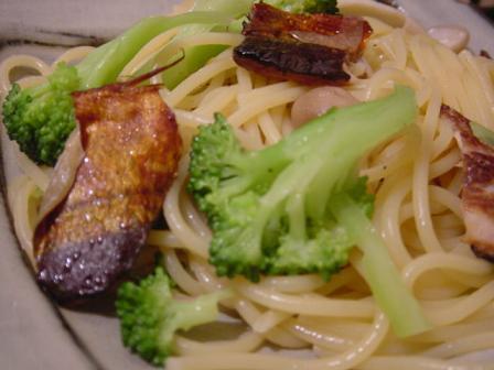 秋刀魚のスモークとブロッコリーのペペロンチーノ