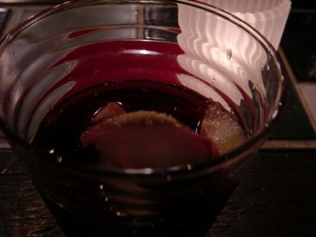 桃に赤ワイン