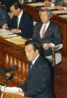 再質問を繰り返す岡田代表